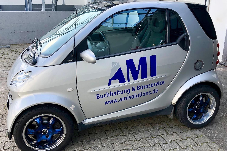 Fahrzeugbeschriftung an einem Smart.